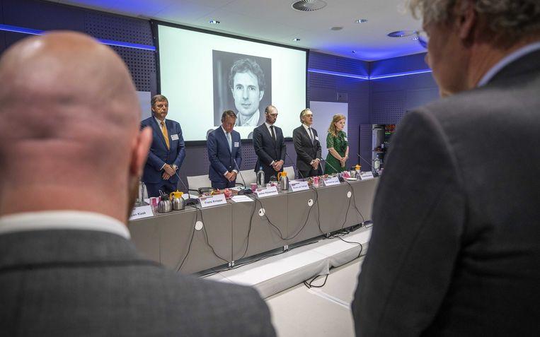 Een minuut ter nagedachtenis aan Derk Wiersum stilte tijdens een vergadering van de Orde van Advocaten. Beeld ANP