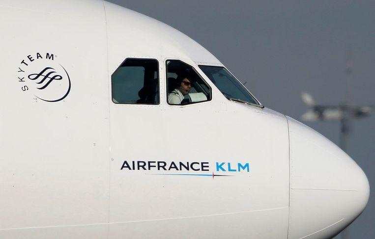 Als de Franse staat zich met de luchtvaartmaatschappij blijft bemoeien, kan dat het einde betekenen. Dat schrijft een aantal prominente personeelsleden, bestuurders en voormalig bestuurders van het bedrijf en vakbonden in een open brief aan de Franse president Emmanuel Macron.