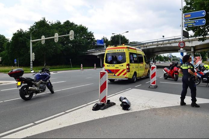 Twee motorrijders werden naar een ziekenhuis gebracht.