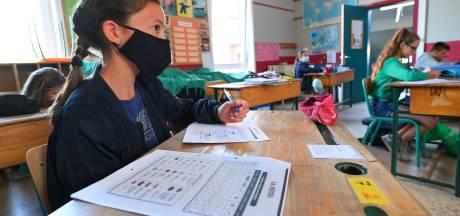 Les élèves retrouvent le chemin de l'école sous code rouge