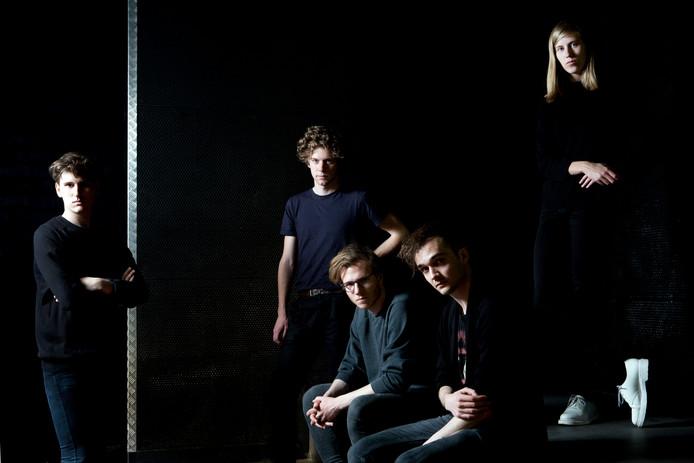 Whispering Sons, met zangeres Fenne Kuppens, vormt de hoofdact van Made in Belgium.