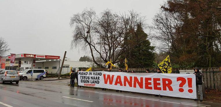 Vlaams Belang en Voorpost voerden met een dertigtal mensen actie.
