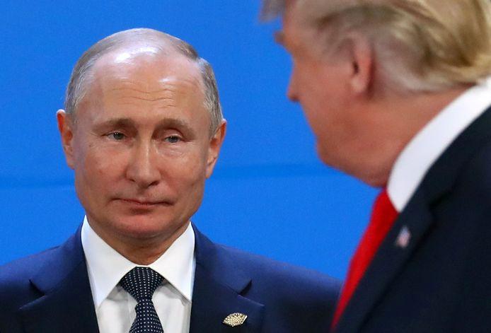 Amerikaanse inlichtingendiensten hebben ervoor gewaarschuwd dat Rusland probeert president Donald Trump te helpen om in november herverkozen te geraken.