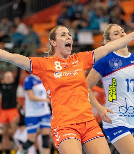 Oranje verslaat Rusland in ware handbalkraker en staat in WK-finale