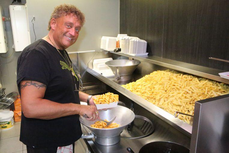 Olli blijft actief in zijn frituur OIli's Buikje Vol in Glabbeek.