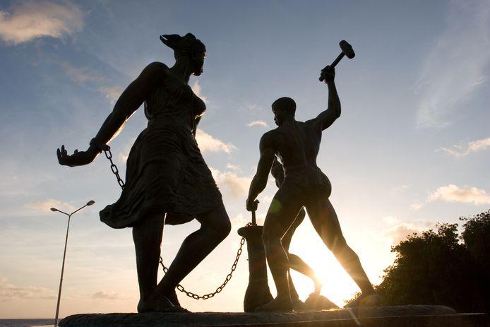 Beeld in Willemstad op Curaçao dat de slavenopstand onder leiding van Tula herdenkt.