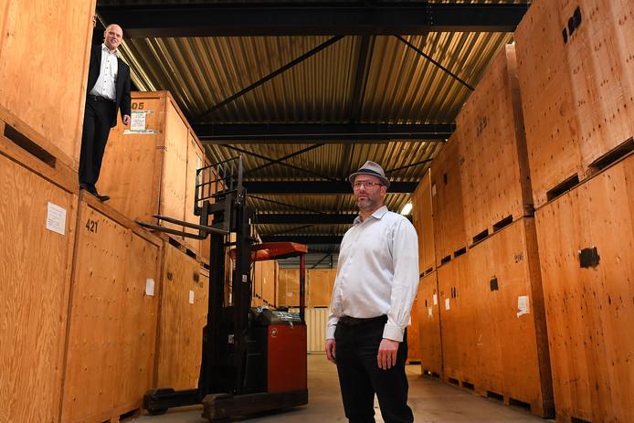 Roel (links) en Stijn van Dijk in hun bedrijf in Beugen.