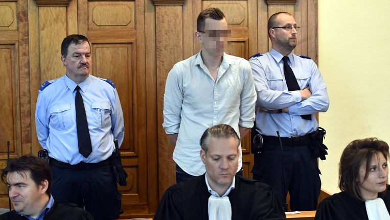 Beschuldigde Sven Rottiers (boven centraal).