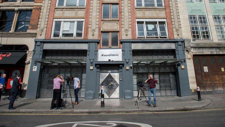 Cameracrews verzamelen zich voor de populaire Britse nachtclub Fabric. Het gemeentebestuur besloot dat de club definitief moet sluiten na de dood van twee bezoekers over de afgelopen maanden. Beeld ap