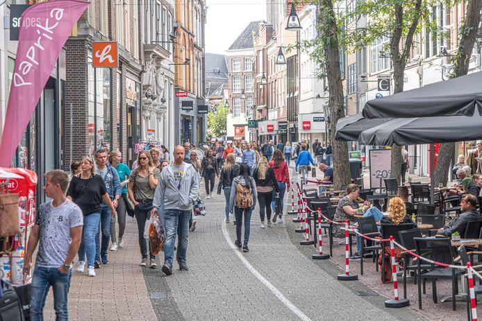 Zwolle wordt hard geraakt door de coronacrisis. 'Al zijn deze cijfers maar één bril die je op kan zetten, er zijn meer perspectieven', reageert de binnenstadmanager.