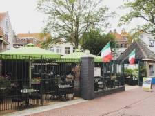 Boom op terras in centrum Zierikzee wordt gekapt