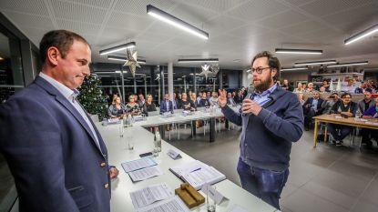 Ex-burgemeester Velle (CD&V) haalt vlijmscherp uit naar nieuwe coalitie tijdens installatievergadering