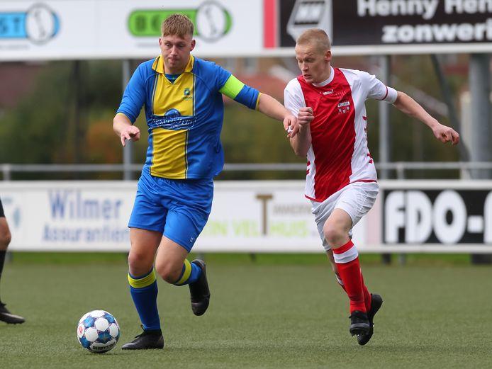 Sven Wold rukt op namens Delden in de wedstrijd tegen Buurse.