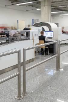 Nog sneller vliegtuig in: bij Rotterdam The Hague Airport hoeven vloeistoffen straks niet meer uit handbagage