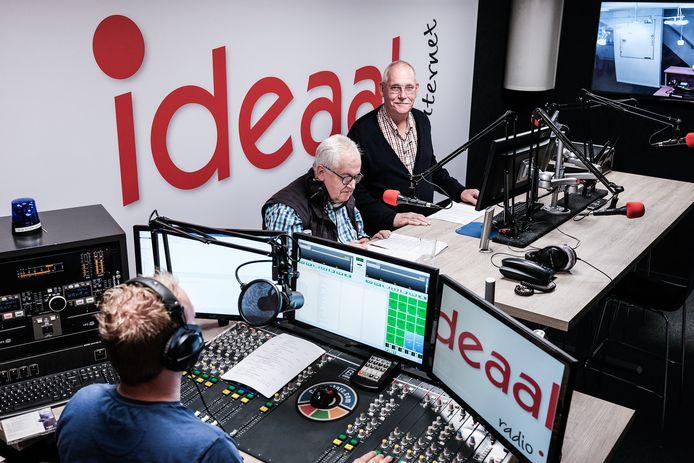 Lochem moet het sinds afgelopen weekend zonder de lokale radiozender Uniek FM stellen. Radio Ideaal, onderdeel van dezelfde stichting, hoopt nog altijd samen met Uniek FM een nieuwe vergunning te bemachtigen.