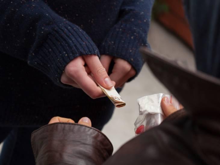 Politie pakt drugsdealers op in centrum van Helmond