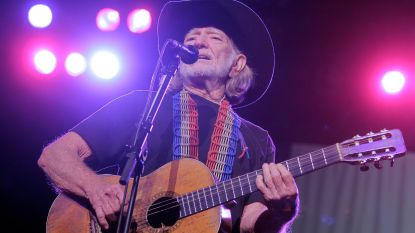 Willie Nelson weer ziek van podium af