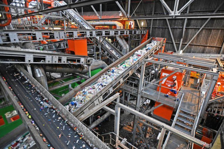 Afvalverwerkingsfabriek Suez in Rotterdam verwerkt miljoenen tonnen aan plastics. Beeld Guus Dubbelman
