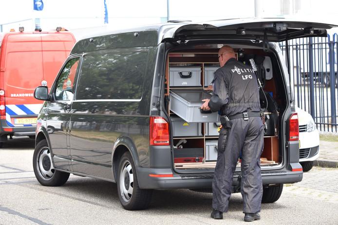 In een loods aan de Binderskampweg troffen agenten een  laboratorium aan waar  synthetische drugs zoals amfetamine en xtc of MDMA worden  gemaakt