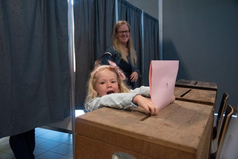 Elina (5) is de jongste kiezer van Wetteren.