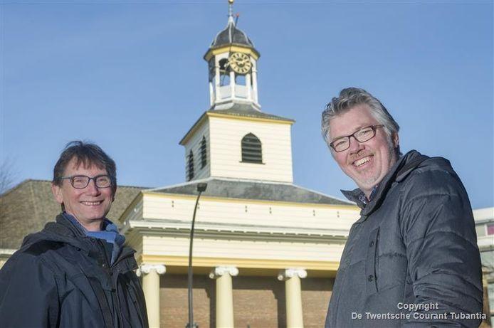 Peter Joosse (links) en Herman Koetsveld voor de Waterstaatskerk.