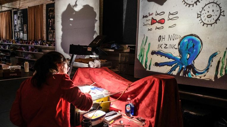 De leerlingen Beeld van de Kunstacademie Zwevegem hebben op de feestelijke nocturne 'Lichtfest' rond het thema licht gewerkt.