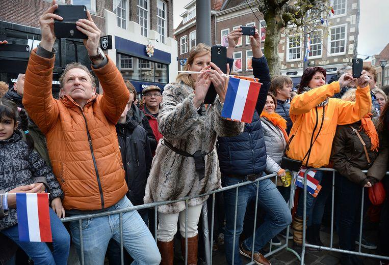 Bezoekers van Koningsdag in Zwolle. Beeld Marcel van den Bergh / de Volkskrant
