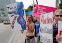 Pro-abortus activisten tijdens een betoging donderdag in Miami, Florida.