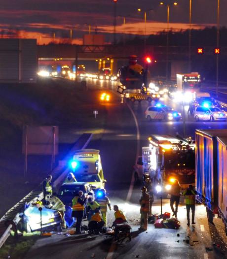 Vier personen gewond bij ongeluk: A28 weer vrij