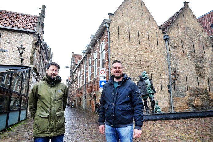 Dave Smit (links) en Tim Vrolijk willen van de Berckepoort een brouwerij, hotel en horeca maken.