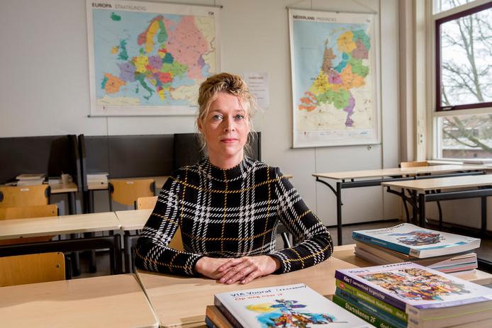Onderwijsbestuurder Mariëtte van Leeuwen slaat alarm over de toename van geweld en wapengebruik op tientallen speciale scholen in de regio's Amsterdam, Rotterdam en Den Haag.