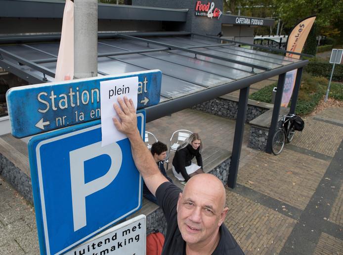 Ondernemer Wilco van Klinken op 'zijn' Stationsplein.
