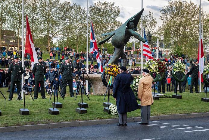 Dodenherdenking op 4 mei 2019 op het Traianusplein. Dit jaar heeft de herdenking mogelijk plaats zonder publiek, net zoals op de Dam. Verschillende evenementen in het kader van 75 jaar Vrijheid gaan helemaal niet door.