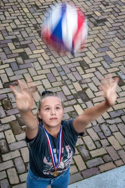 Tess Vonk is Nederlands Kampioen beachvolley Jeugd onder 13 jaar.