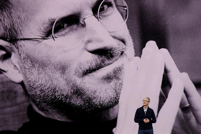 Tim Cook stond aan het begin van de presentatie stil bij medeoprichter Steve Jobs.