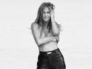 "Jennifer Aniston pose topless: ""Nos corps sont beaux"""