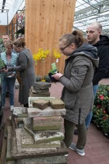 Tuintegels inruilen voor planten bij Intratuin: 'Water moet de grond in kunnen'
