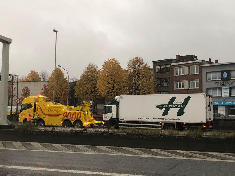 Ook richting Antwerpen is er op de A12 hinder door een ongeval met een vrachtwagen.