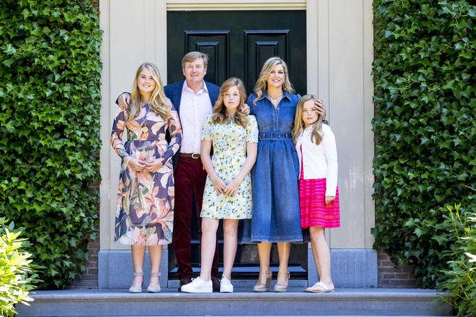 Koninklijke Familie Poseert In De Zon Bij Villa Eikenhorst Show
