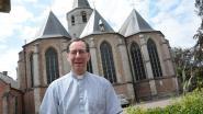 Controversiële pastoor opnieuw in oog van de storm: volledige kerkraad neemt ontslag