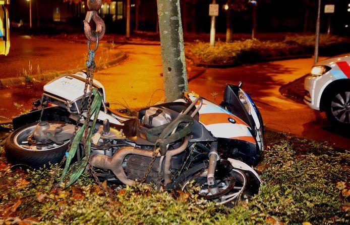 De politiemotor moest later worden weggetakeld.