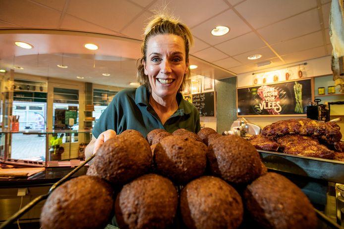 Ilona van Ree maakt elke dag verse gehaktballen.