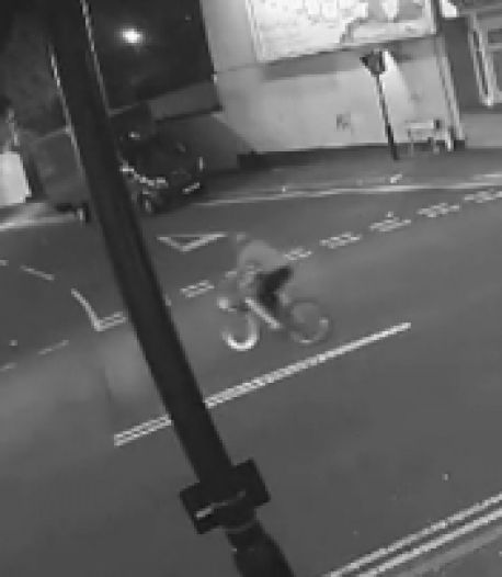Les images d'un cycliste projeté dans les airs par un chauffard