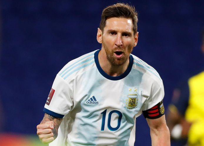 Lionel Messi juicht nadat hij Argentinië op voorsprong heeft gezet tegen Ecuador.