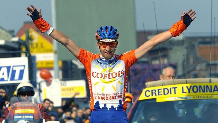 De Belg Vandenbroucke wint Luik-Bastenaken-Luik in 1999. Hij zou elf Stilnoct-pillen achter de kiezen hebben gehad. Beeld Ed Oudenaarden / ANP
