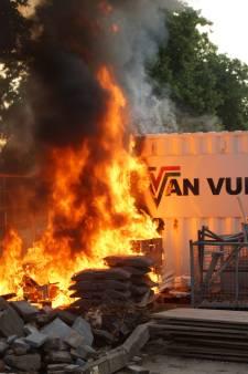 Brand op opslagplaatsje in Kaatsheuvel: container vat vlam