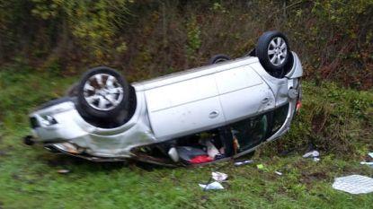 Dronken bestuurder verliest controle over wagen en gaat over de kop