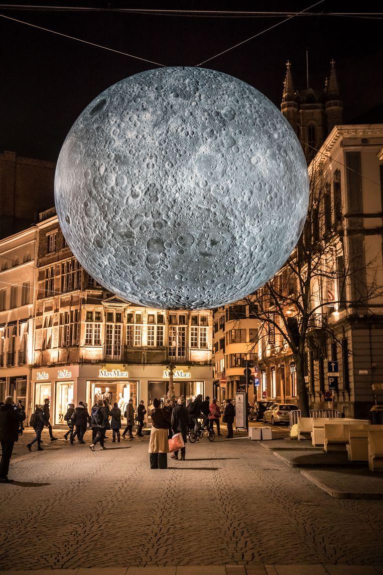 """Het kunstwerk """"Museum of the Moon"""" kon dit jaar bewonderd worden op het lichtfestival in Gent."""