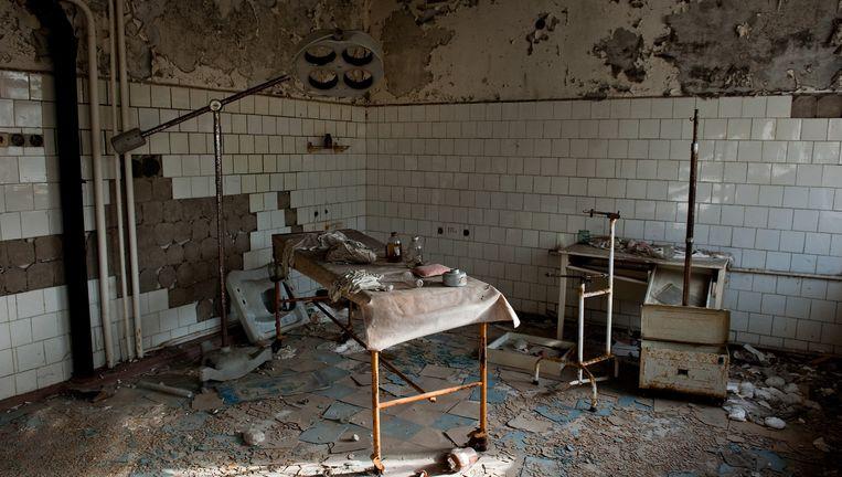 Een operatiekamer in het oude ziekenhuis van Pripjat, de stad die naast de reactor ligt. Beeld Chris Heijmans