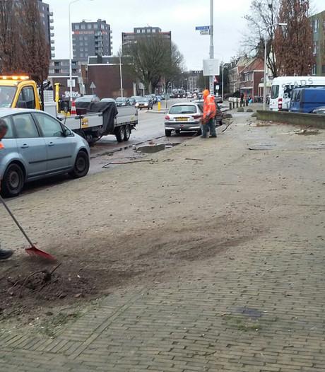 Gemeente ruimt puin op Weurtseweg: vier bomen gerooid, lantaarnpaal weg